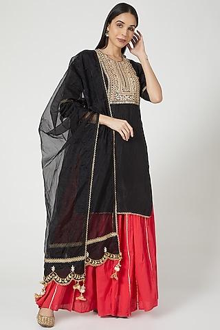 Black Kurta Set With Hand Embroidered Dupatta by Yuvrani Jaipur