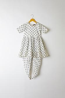 White Printed Kurta With Dhoti Pants by Yuvrani Jaipur Kidswear