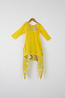 Yellow Embroidered Kurta Set by Yuvrani Jaipur Kidswear