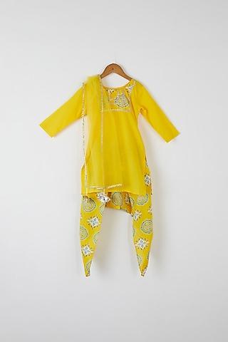 Yellow Embroidered Kurta Set by Yuvrani Jaipur Kidswear