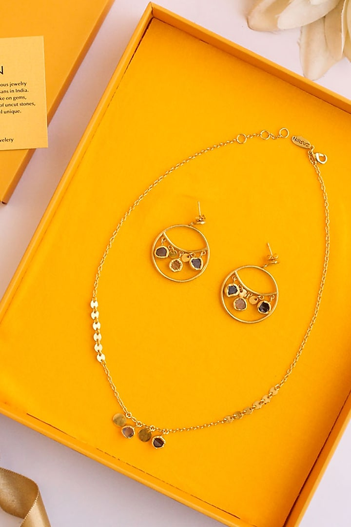 Golden Necklace Set In Gift Box by Zariin