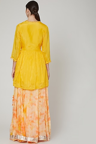 Yellow Tie & Dye Lehenga Set by Zari Jaipur