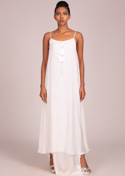 SUMMER WHITES-TOPPING THE TRENDS CHART