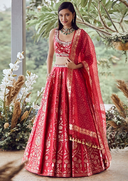MASTERPIECES FOR THE BRIDE-TOPPING THE TRENDS CHART